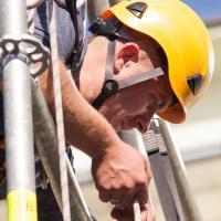 Dostęp budowlany i linowy, czyli rodzaje szkoleń wysokościowych